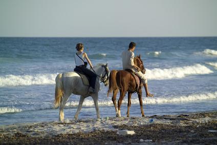 רכיבה על סוסים בים